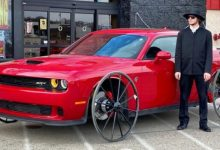 Photo of He Buys A Car For 45,000 Euros For An Experiment, He Replaces The Wheels With Those Of A Cart