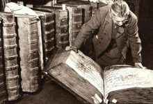 """Photo of The Enigma Of The Giant Books Of Prague Castle: A Real Photo Or With """"Secret"""" Origins?"""